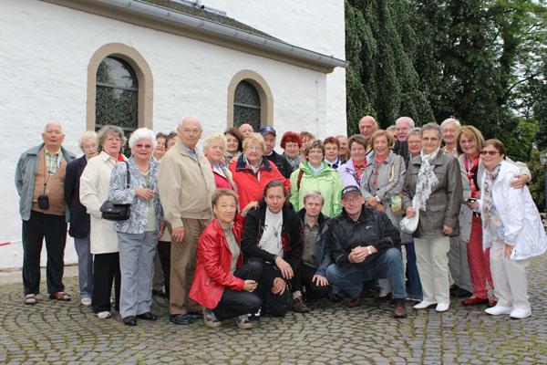 Die Gruppe beim Besuch der Altenrather Kirche